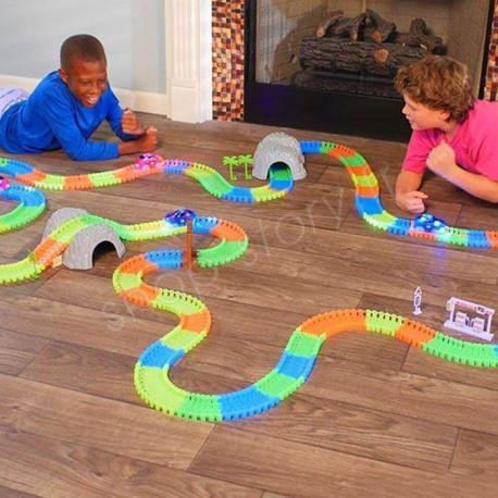 magic tracks 24 99 circuit magique flexible lumineux phosphorescent. Black Bedroom Furniture Sets. Home Design Ideas