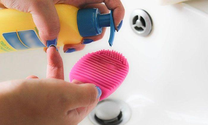 Nettoyeur pour pinceaux de maquillage nettoyage facile de - Pinceaux maquillage utilisation ...