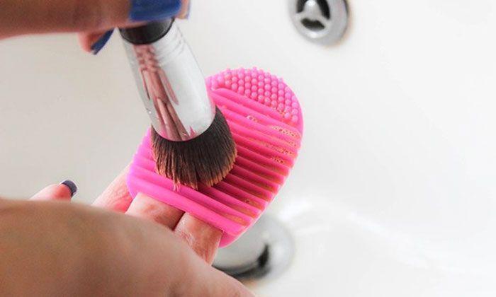 Nettoyeur 3 99 pour pinceaux de maquillage brushegg - Pinceaux maquillage utilisation ...