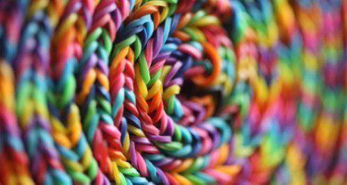 Kits Création De Bracelets, Bagues et Pendentifs + Lot de 600 Élastiques Multi-Couleurs annoncé en tv, magasin par télévision, vu en tv, tv, télé-achat Groupon Lot pour Loto